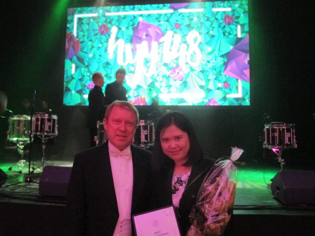 Ms. Haixia Wang and University of Helsinki Rector Jukka Kola