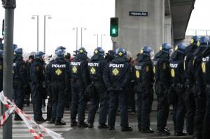 Poliisimuuri odottaa mielenosoittajia