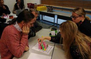Osallistujat pohtivat Summamutikan pilvenpiirtäjäongelmaa