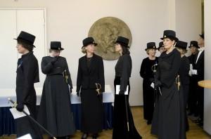 Akti pitkä musta puku2