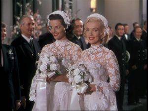 Jane Russell ja Marilyn Monroe Herrat pitävät vaaleaveriköistä -musikaalin päätöskappaleessa.