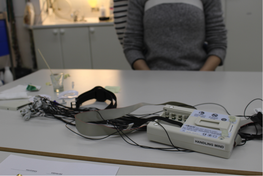 The equipment for EEG measurements ready for use. Image: Camilla Groth.
