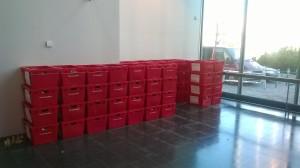 Syy suojaseinien purkuun - kirjaston sisääntuloaulee eie enää tarvita varastotilana vaan suojaseinien poiston jälkeen tilaa aletaan kalustaa kirjastokäyttöön!