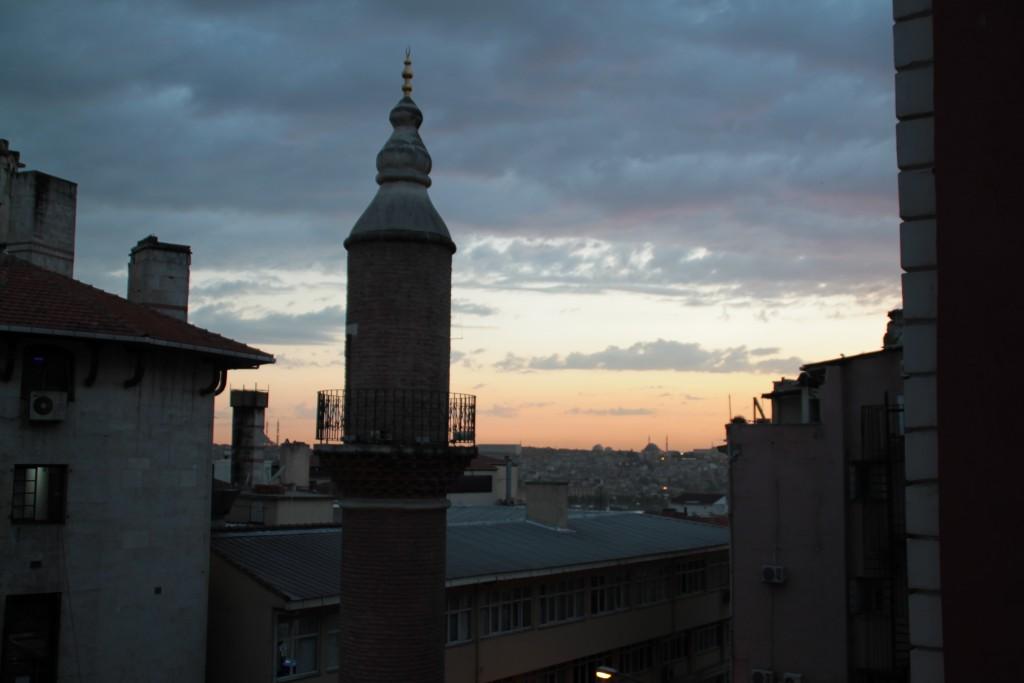 Snygga solnedgångar på hostellets takterass.