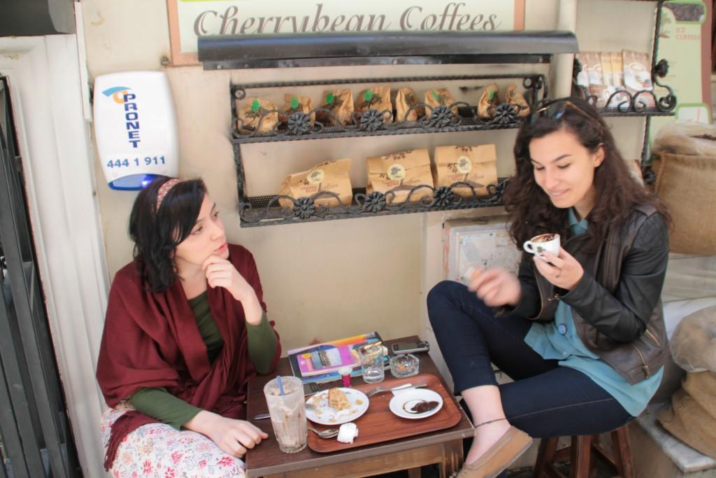Mittemot vårt hostell fick man turkiskt kaffe som var...speciellt.