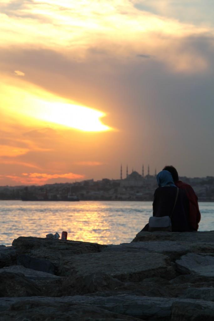 """Snygg solnedgång på stadens """"asiatiska"""" sida."""