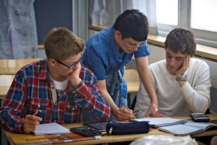 Tehostetun kisällioppimisen menetelmää Mäkelänrinteen lukiossa.