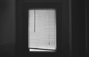 blinds-407025_640