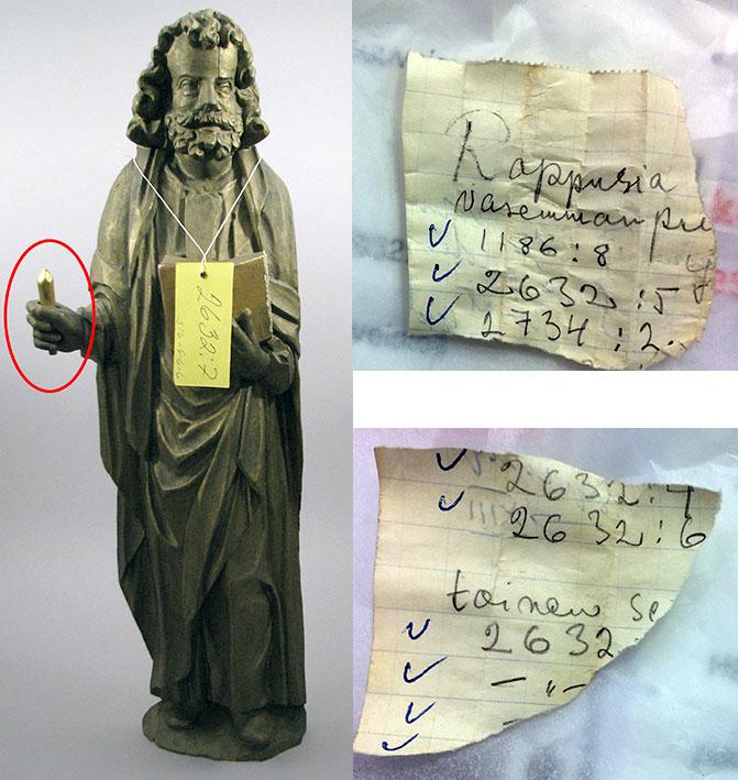 Apostoliveistoksen kädessä on pieni palanen siihen kuuluvasta attribuutista. Pieni esine oli kiilattuna paikalleen muistiinpanopaperista revityillä suikaleilla. Kuvat: Elina Räsänen.