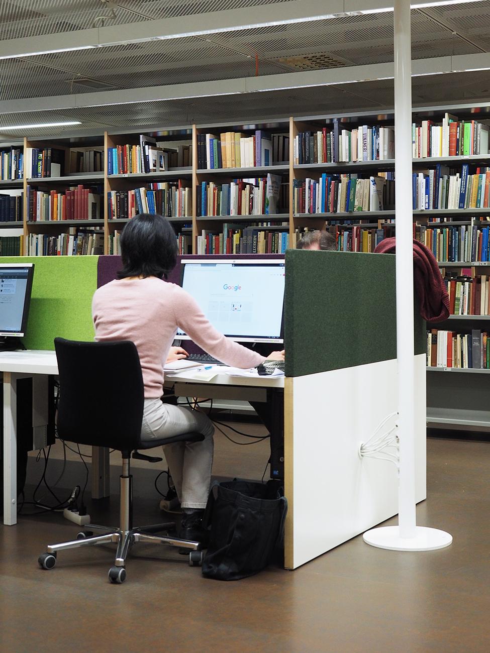 Kirjastossa Tulostaminen