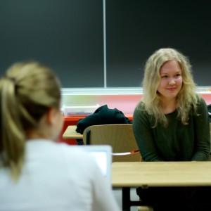 Emmi Halmesvirta, 19, mietti tulevaisuuden valintojaan.