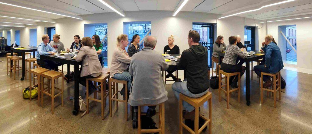 Panorama-kuva ryhmistä.