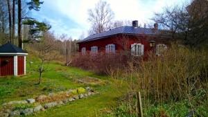 Saaren vanhin tunnettu rakennus, niin kutsuttu Punainen tupa.