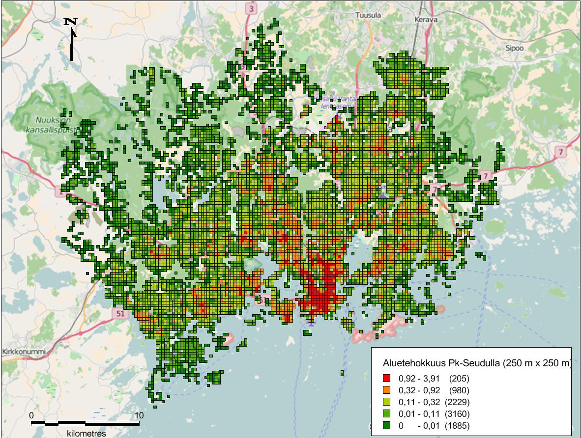 Kuva 2. Aluetehokkuus Pk-seudulla käyttäen 250m x 250 m ruutukokoa. (Lähde: HSY rakennustietoruudukko 2013, avoin data. Open StreetMap)