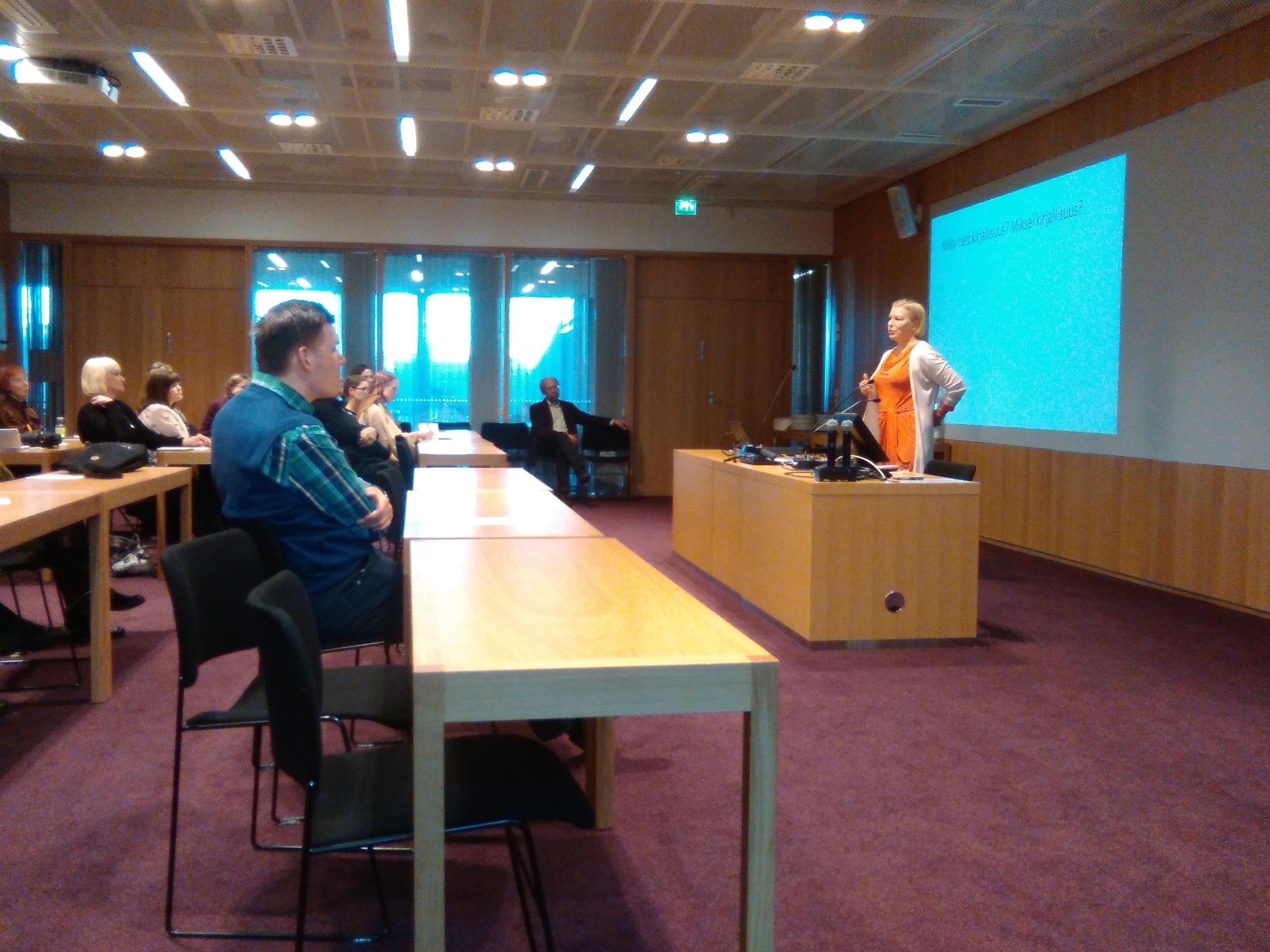 Pirjo Hiidenmaa: Tietokirjallisuus tutkimuksen ja opetuksen kohteena.