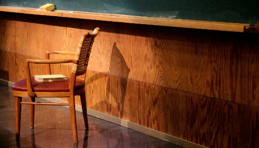 Kaksitoista tuolia: Dialogeja venäläisestä kirjallisuudesta Kuva: Ville Korhonen