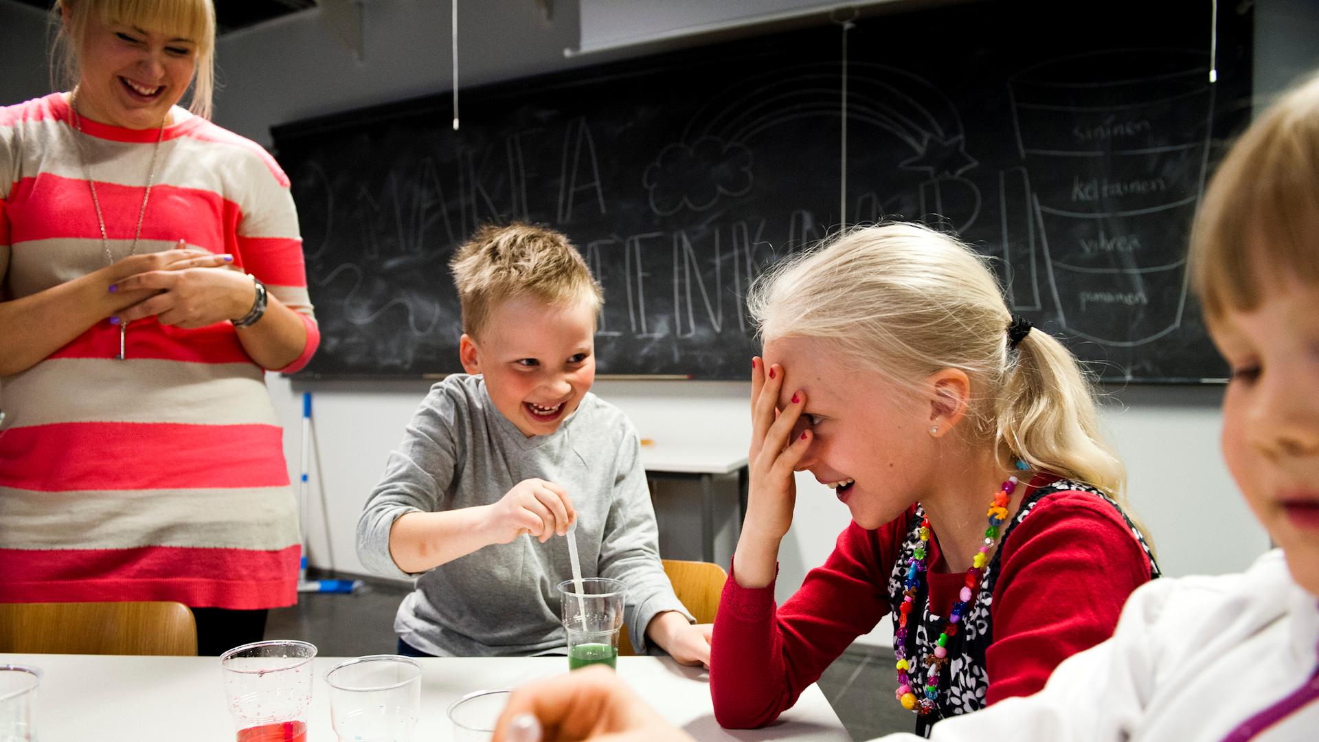 Innostavaa pienten lasten tiedekasvatusta