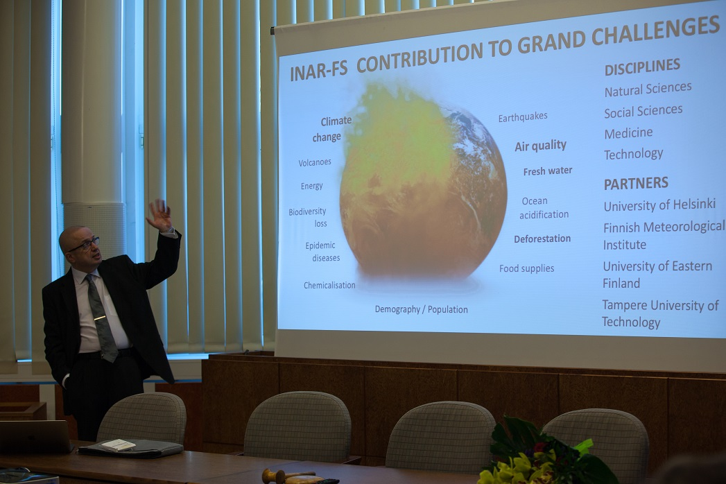 Markku Kulmala giving a lecture at Juupajoki town hall (photo: J. M. Cano).