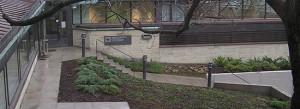 C-talon sisäänkäynti: portaita ja kynnyksiä