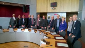Komissiossa komissaarien salissa