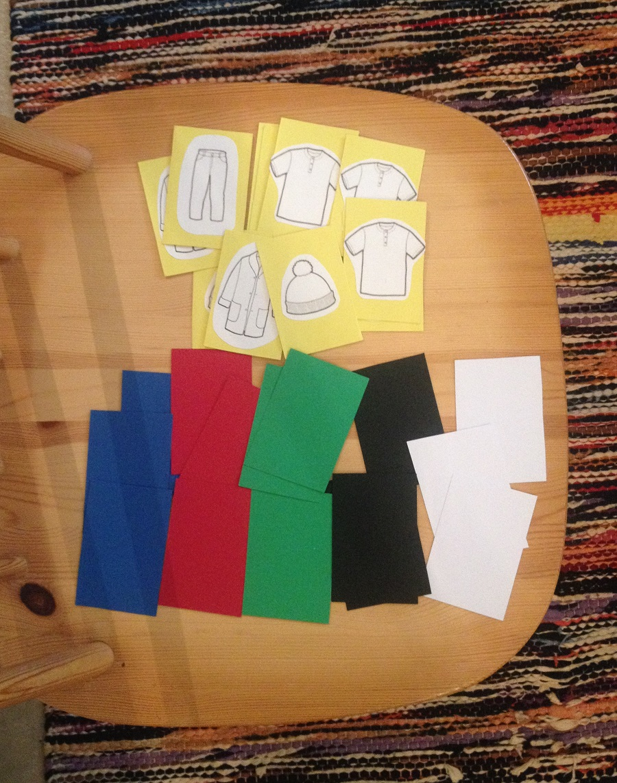 """""""Minulla on..."""" Värit ja vaatteet valmiina omistusrakenteen opetukseen."""
