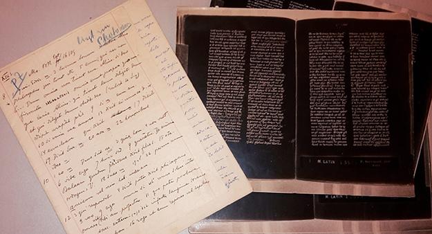 Söderhjelmin muistiinpanoja ja fotostaattijäljenteitä 1200-luvun ranskalaisesta käsikirjoituksesta.