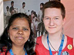 Tiia Orpana (oik.) ja Sharon Chittem Maailma Kylässä -festivaalilla 2014.