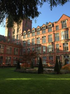 Rakennus Sheffieldin yliopistosta