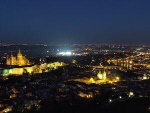 Maisemakuva Prahasta yöllä