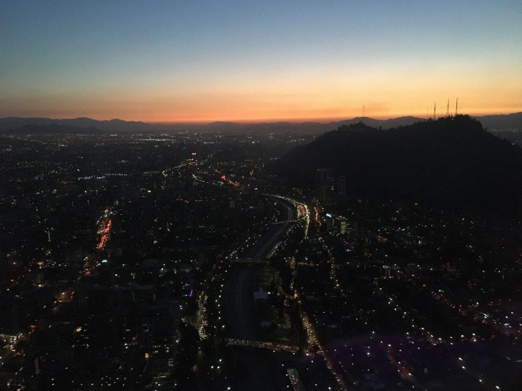 Santiago auringon laskiessa