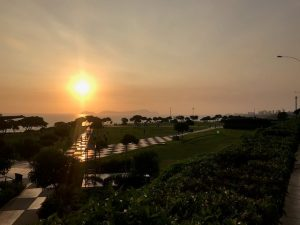 Auringonlasku Mirafloresissa