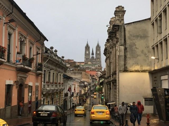 Quiton-keskusta-sateisena-päivänä