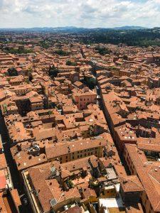 Yleiskuva Bolognan keskustasta