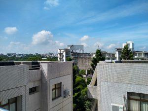 Näkymä 8. kerroksesta asuntolan katolta. Lämpöä yli 30 astetta.