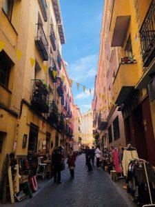 La Latinan katuja, joissa järjestettiin joka sunnuntai El Rastro, eli pihakirppis/markkinat.