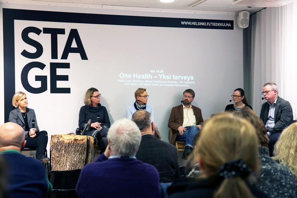 One Health panel discussion at Tiedekulma. From the left: Anna-Mari Heikinheimo, Maria Fredriksson-Ahomaa, Marja-Liisa Hänninen, Olli Vapalahti, Outi Vainio ja Veli-Matti Niemi.